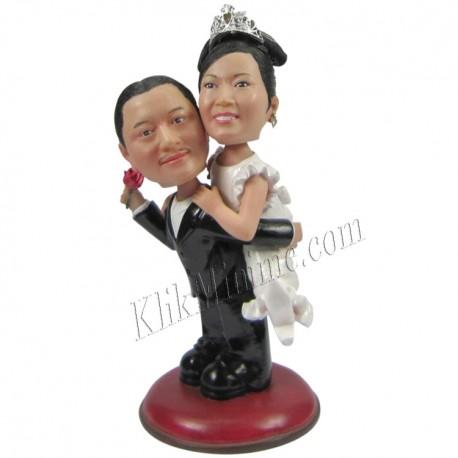 Patung Wedding Carry Bride
