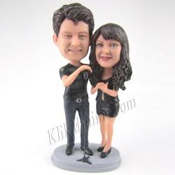 Patung Romance Karaoke Couple